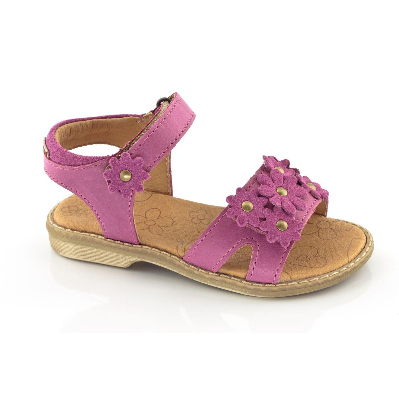 Девушка-сандалии с липучками