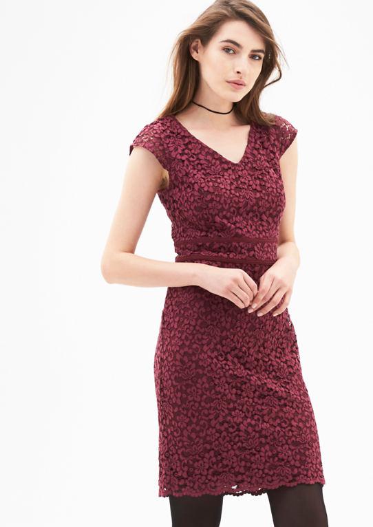 Платье-футляр с цветочным кружевом