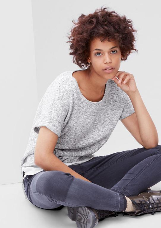 С коротким рукавом-свитер с блузки-деталь