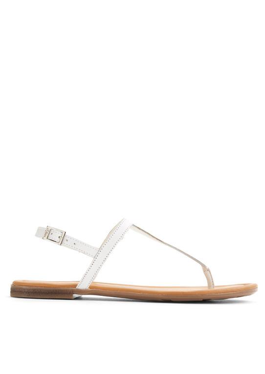 Кожаные сандалии с ног сбилась