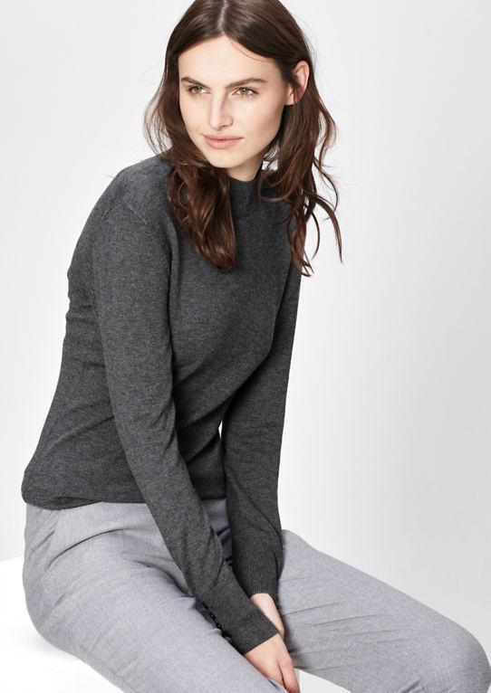 Мелко вязать свитер с высоким воротником