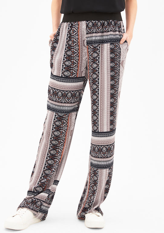 Ткани брюки с широким завет