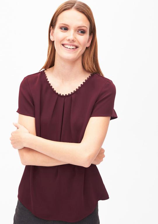 Женская блузка с бантом край