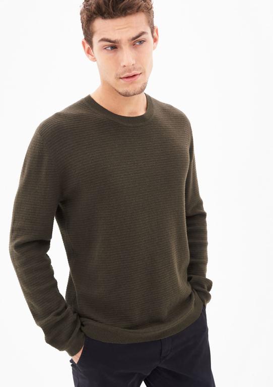 Шерстяной свитер с полосками структуру