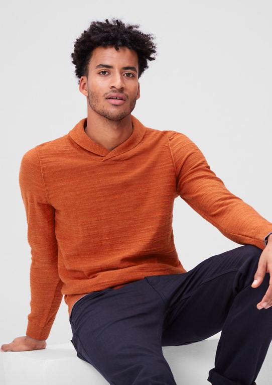 Вязаный свитер с воротником
